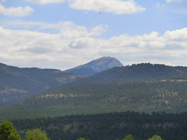 Pico Penyagolosa, visto desde la cima del puerto de las Ampolas (carretera que une vistabella con Puertomingalvo)