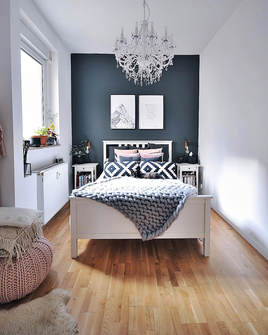 Szarości, prostota i odrobina skandynawii, wystrój wnętrz, wnętrza, urządzanie domu, dekoracje wnętrz, aranżacja wnętrz, inspiracje wnętrz,interior design , dom i wnętrze, aranżacja mieszkania, modne wnętrza, szare wnętrza, styl skandynawski, scandinavian style, urban jungle, sypialnia, ciemna ściana
