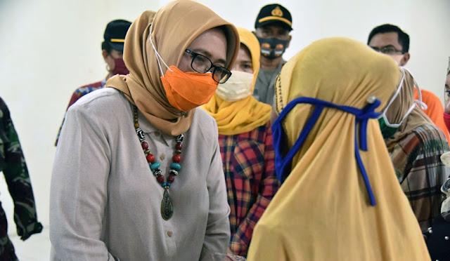 Wabup hadir dalam penyaluran perdana BST di Kantor Pos Lumajang