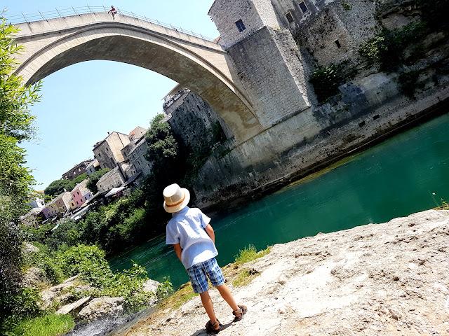 Stary Most w Mostarze - bazar Kujundziluk - Mostar - Bośnia i Hercegowina - co przywieźć ze sobą z Bośni i Hercegowiny
