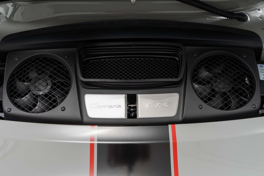 Porsche 911 Carrera GTS bản giới hạn chạy 66 km, rao bán 178.900 USD