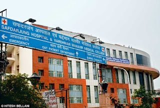 thousands-of-people-in-front-of-aiims-safdarjung