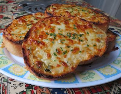 Small Batch Garlic Cheese Bread