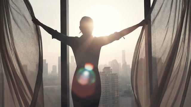 10 عادات صباحية للأشخاص السعداء