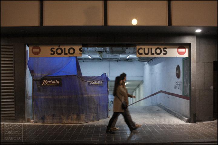 fotografia,parking,valencia,solo-culos,arriba-extraña,cartel