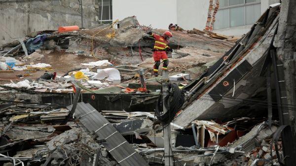 Sube a 358 número de muertos por terremoto de 7,1 en México