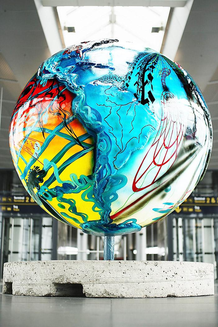 bandara internasional dengan karya seni memukau