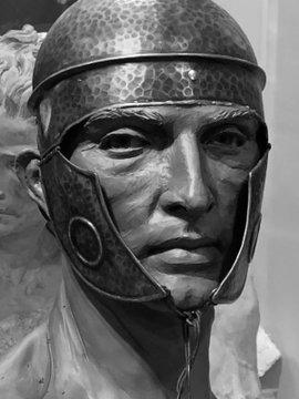 Presentados los bustos de los dos soldados romanos que acompañarán al Señor de la Caridad de la Hermandad de Santa Cruz de Camas