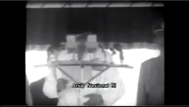 Pidato Soekarno Kutuk Pengkhianatan PKI & Sampaikan Terimakasih kepada Soeharto yang Telah Bubarkan PKI