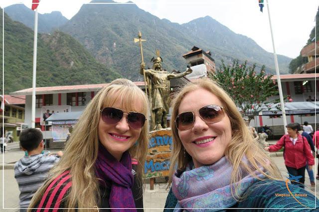 Plaza Manco Pacap, a praça central de Machu Picchu Pueblo