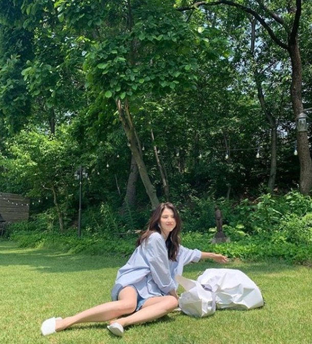 Actress Han Sohee enjoy the summer with a simple outfit in her latest Instagram Update!