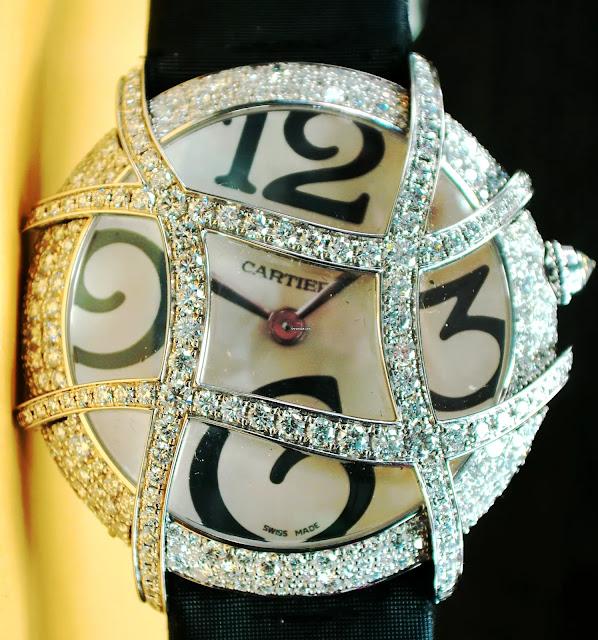 "أفضل ساعة كارتير نسائية ""Cartier White Gold Libre"""