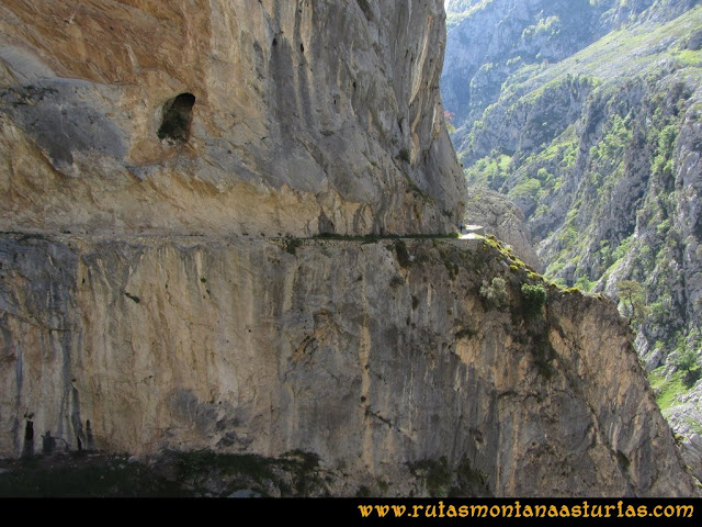Ruta del Cares: Camino escavado en las paredes