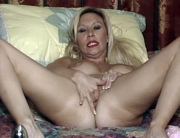 nephew cumming on nude aunt