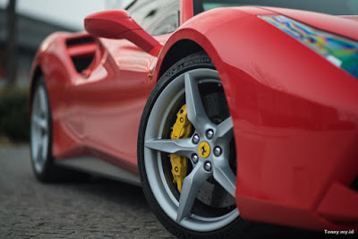 download wallpaper mobil sport ferrari