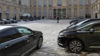 Dans son rapport annuel sur les comptes et la gestion des services de la présidence de la République, paru jeudi 17 juillet, la Cour des comptes pointe la forte hausse du parc de voitures et des frais de déplacements de l'Elysée.
