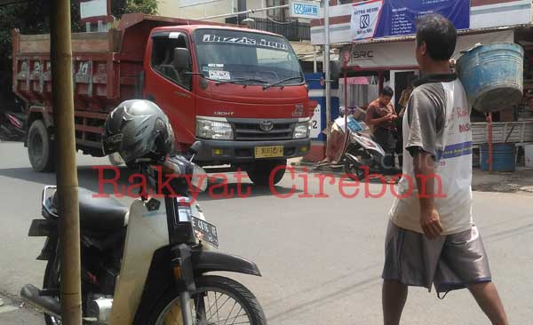 warga majalengka kesal truk melintas di jalan protokol