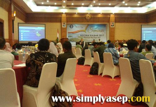 SEMINAR SEHARI  :  Beberapa materi bertema keuangan dan perbankan juga disampaikan dalam seminar ini. Foto Asep Haryono