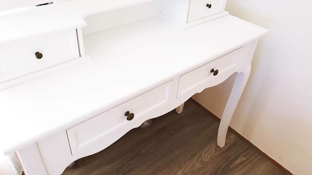 biely kozmetický stolík therese.sk