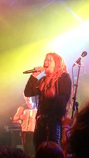 Une de mes photos du concert de Korpiklaani, ici Jonne Järvelä