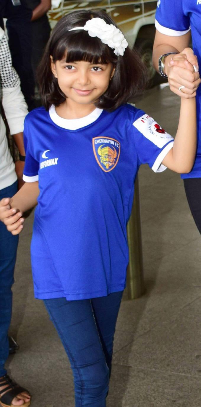 Actress Aishwarya Rai Daughter Aaradhya Spotted At Mumbai ...