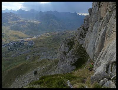 Vira de descenso de la vía Valle de Tena en la Foratata Oriental