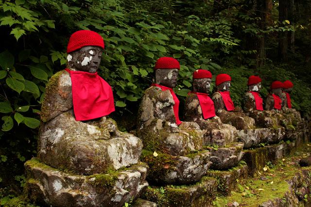 Estatuas en el abismo de Kanmangafuchi en Nikko