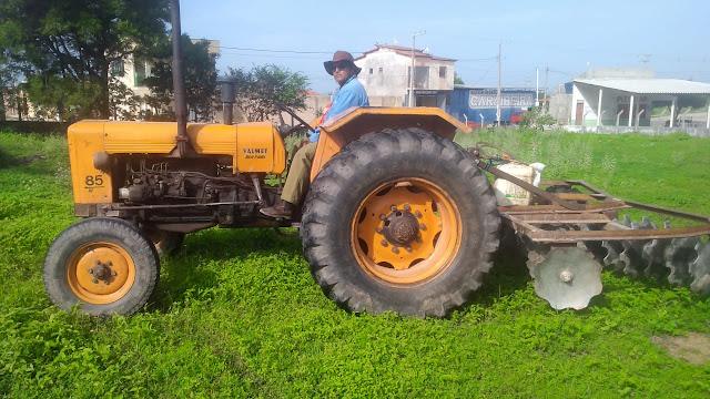Programa Terra Pronta em Caraúbas já ultrapassou mais de 1.300 horas em cortes de terras para o homem do campo