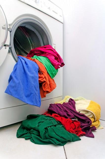 طريقة سحرية للتخلص من بقع الزيت التي تتواجد في الأثاث والملابس !