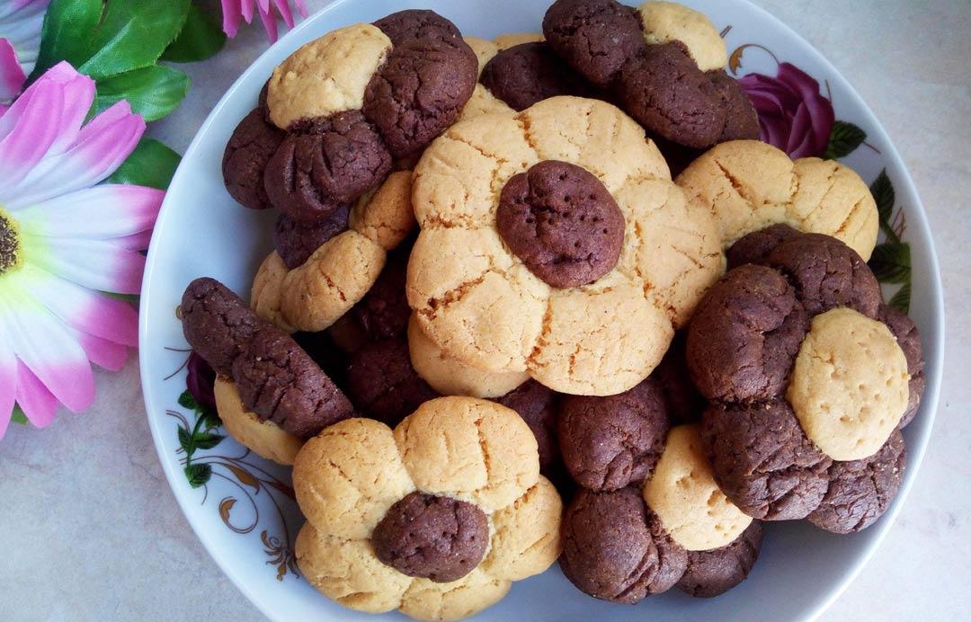 Τραγανά μπισκότα σε σχήμα λουλουδιού