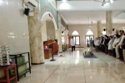Jenazah ekstra kru Sriwijaya air Fadly satrianto di makamkan di Surabaya