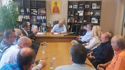 Δήμος Κατερίνης Δελτίο Τύπου : Συνάντηση του Δημάρχου Σάββα Χιονίδη, με τον Πρόεδρο και τα μέλη της εκτελεστικής επιτροπής της Πανελλήνιας Ομοσπονδίας Σωματείων Γονέων και Κηδεμόνων Ατόμων με Αναπηρία