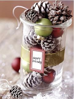 pintar piñas de pino para el árbol, como hacer adornos para adornar la sala en navidad