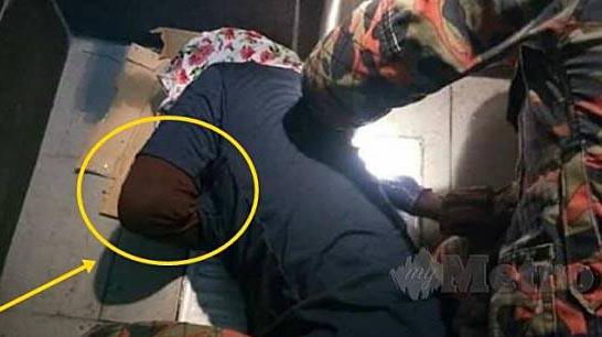Aneh! Cuma Mau Ambil HP Yang Jatuh, Tangan Wanita Ini Malah Terjepit di Lubang WC
