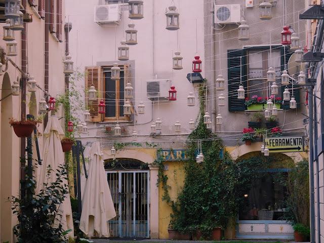 Il vicolo delle lanterne, Sassari