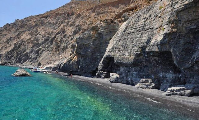 H πιο καλά κρυμμένη παραλία της Κρήτης, που μόνο οι ντόπιοι γνωρίζουν!