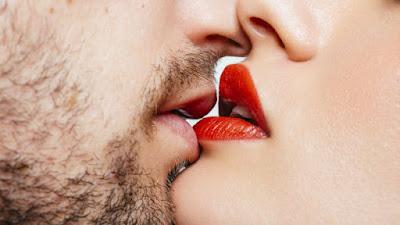 Cinco beneficios de dar besos