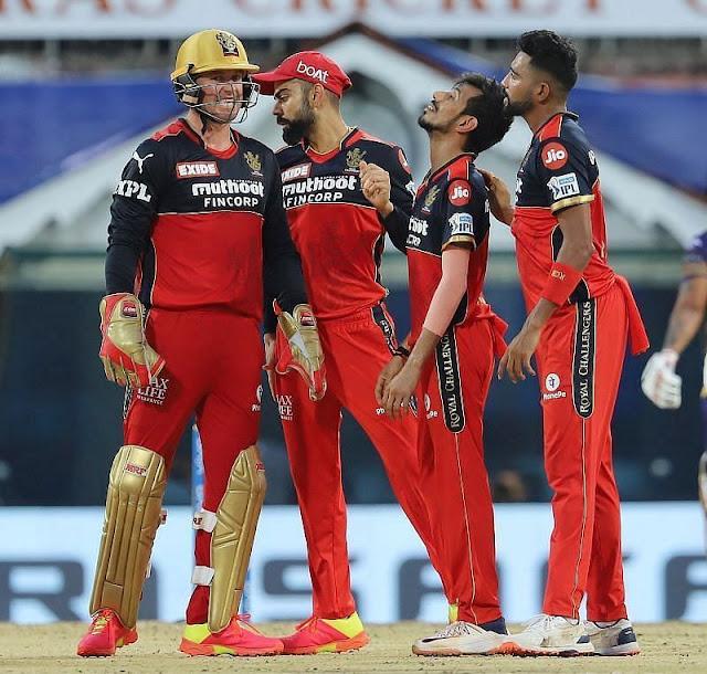 """रॉयल चैलेंजर्स बैंगलोर (RCB) के दिग्गज स्पिनर युजवेंद्र चहल (Yuzvendra Chahal) ने टीम के आईपीएल 2021 (IPL) जीतने की संभावनाओं को लेकर बड़ी प्रतिक्रिया दी है। उन्होंने कहा है कि इस बार टीम के पास टाइटल जीतने का सुनहरा मौका है। चहल के मुताबिक जब भी टूर्नामेंट की शुरुआत दोबारा होगी तो आरसीबी के पास चैंपियन बनने का चांस रहेगा।  कोरोना वायरस की वजह से आईपीएल 2021 को बीच में ही स्थगित करना पड़ा था। अभी भी आईपीएल में काफी सारे मुकाबले खेले जाने बाकी हैं। बीसीसीआई बचे हुए मैचों के आयोजन के लिए विंडो की तलाश कर रही है।  ये भी पढ़ें: """"मैं IPL में अपना डेब्यू रोहित शर्मा की वजह से ही कर पाया""""  आरसीबी की टीम प्वॉइंट्स टेबल में तीसरे पायदान पर है। उन्होंने सात में से पांच मुकाबले जीते हैं। टीम इस सीजन काफी अच्छी लय में नजर आ रही थी और खासकर गेंदबाज काफी शानदार प्रदर्शन कर रहे थे।  आरसीबी ने पहले हाफ में अच्छा प्रदर्शन करके प्रेशर कम कर लिया है - युजवेंद्र चहल इंडिया टीवी के साथ खास बातचीत के दौरान युजवेंद्र चहल ने कहा कि आरसीबी ने पहले कुछ मैचों में लगातार जीत हासिल करके एक लय हासिल कर ली है और इसकी वजह से उनके ऊपर से सेकेंड हाफ के लिए दबाव कम हो गया है। अगर टूर्नामेंट की शुरुआत दोबारा होती है तो फिर टीम एक बेहतर पोजिशन के साथ स्टार्ट करेगी।  चहल ने कहा """"टूर्नामेंट के पहले हाफ में हम टॉप 4 में हैं। प्वॉइंट्स के मामले में हर टीम बराबर है। हमारे लिए ये काफी अच्छी बात है कि टूर्नामेंट के दोबारा शुरु होने पर हमें बॉटम से शुरुआत नहीं करनी पड़ेगी। अन्य सीजन की तरह इस बार हमें आखिरी सात मुकाबलों में पांच या छह जीत की जरुरत नहीं है। सेकेंड हाफ में हम बिना किसी दबाव के जाएंगे।"""""""