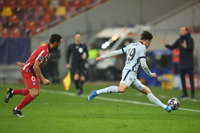 Chelsea midfielder mason Mount in action against Atletico Madrid in the Champions League