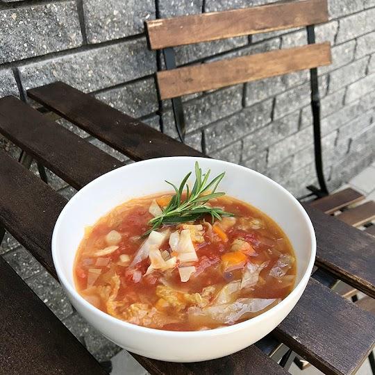 Zupa minestrone według przepisu Jamiego Olivera