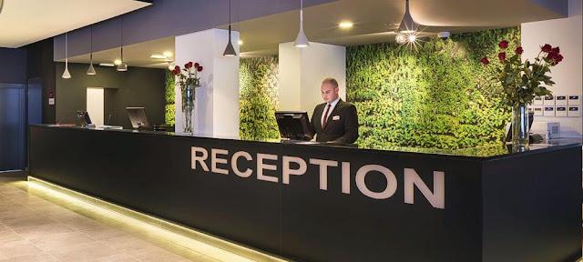 Νέος με προϋπηρεσία στην υποδοχή ξενοδοχείου αναζητά εργασία