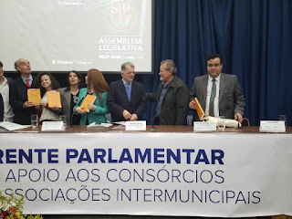 Diretores do CONSAÚDE participam de lançamento de frente parlamentar que apoia consórcios