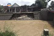 Warga Resah, Plengsengan Sungai Di Dekat Pemukiman Ambrol