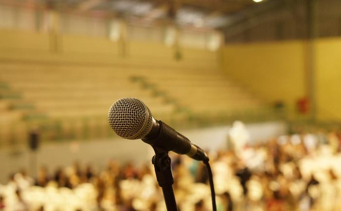 カラオケで録音すると歌が上手くなる理由:人前で歌っても緊張しなくなる
