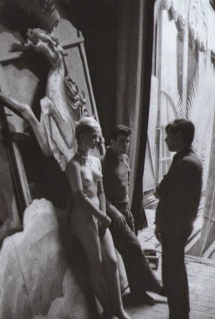 A Bar At The Folies Bergere Manet Le curieux Monsieur Co...