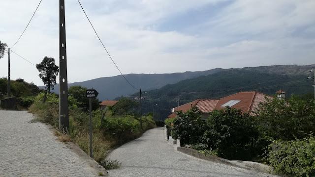 Estrada em paralelos na Sernadinha