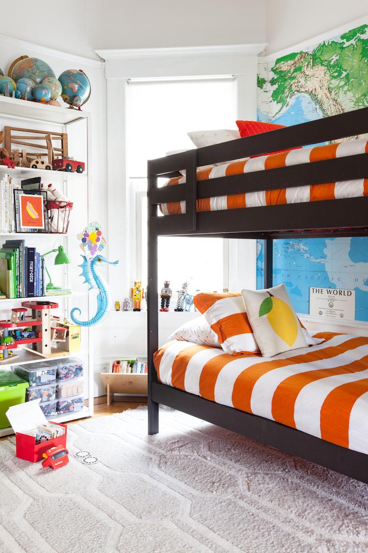dormitorio niños pared mapamundi