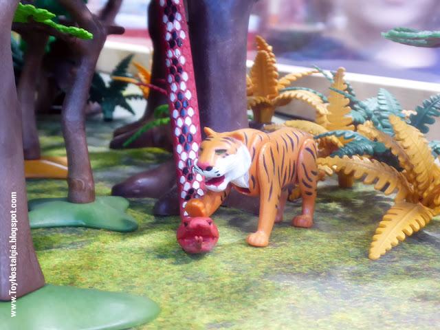 """Diorama Playmobil """"El Libro de la Selva"""" (Cocheras de Sants - 2020)"""