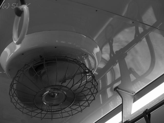 京浜急行800形の扇風機