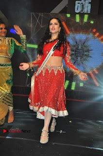 Bollywood Actress Model Sunny Leone Dance Performance in Red Half Saree at Rogue Audio Launch 13 March 2017  0042.jpg